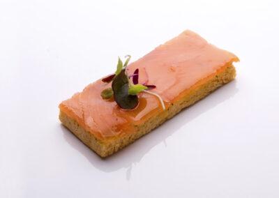 Tosta-de-salmón-ahumado-con-eneldo_low