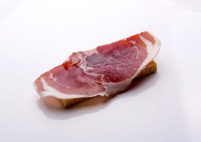 tosta-de-jamon-iberico-con-tomate-rallado_low