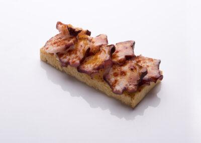 tosta-de-pulpo-con-pimentón-de-la-vera_low